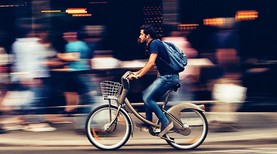 Podcast hören auf dem Fahrrad