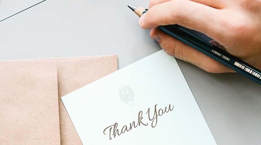 Bedanke dich bei Teilnehmern, Ausstellern, Sponsoren & Co.