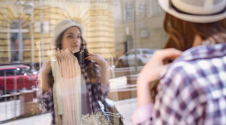 Menschen lieben Spiegelbilder