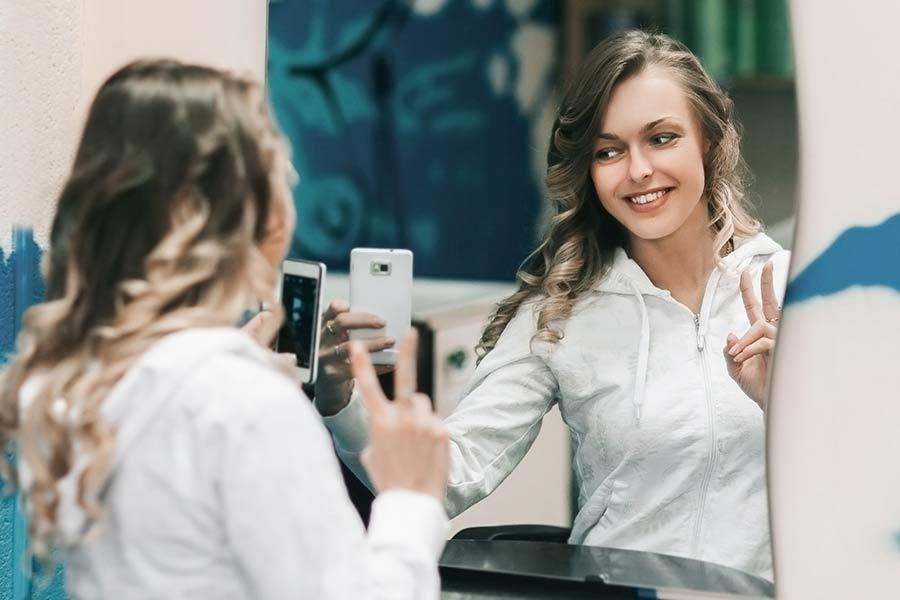 digitale Spiegel als Selfie-Hintergrund nutzen
